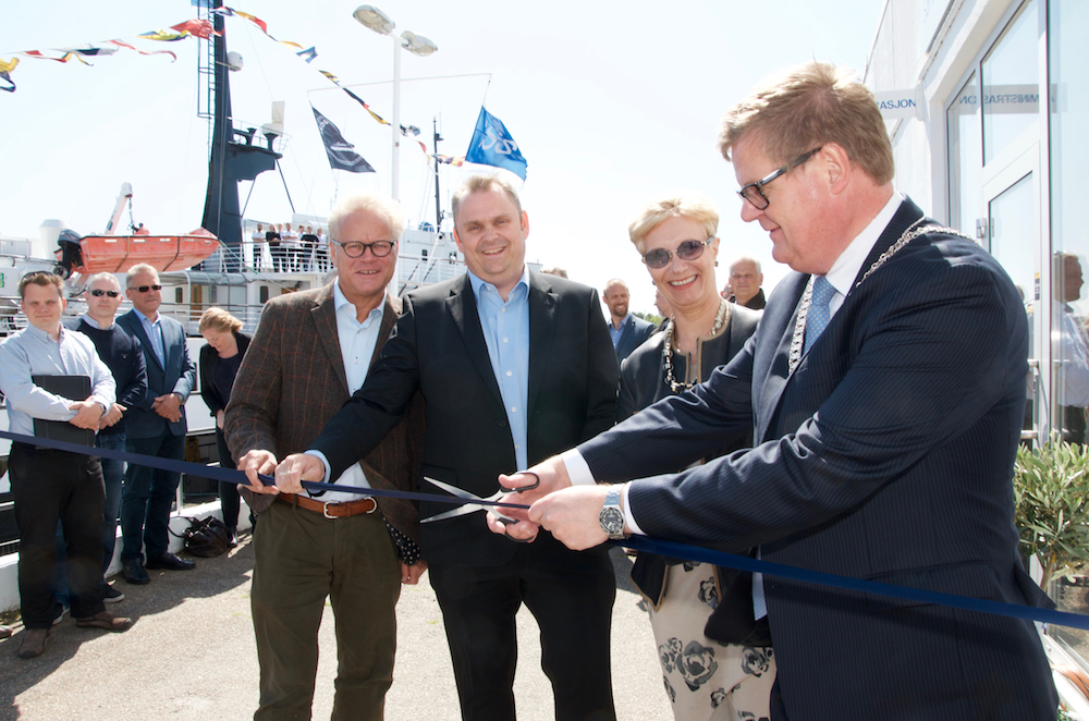 - A collaborative effort to build expertise in the region, noted Kristiansand Mayor Harald Furre (right) when he cut the ribbon marking the opening of Sørlandet Maritime Kurssenter Wednesday. Front row left-right: Chairman Morten Gyllensten at the Hydraulics Pneumatics Association, Principal Jarl Erik Hageland at Sørlandet maritime high school and CEO Anne-Grete Ellingsen at GCE NODE.