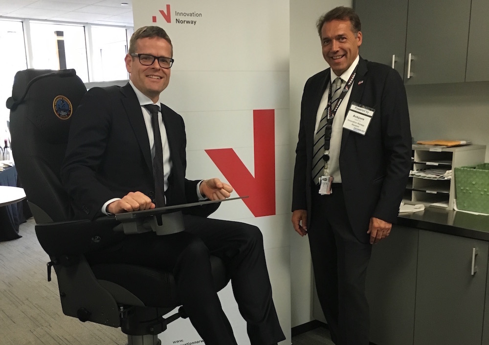 Executive Director Asbjørn Flo in Innovation Norway (right) and Sales Manager Export Kenneth Aas in Norsap at the Norsap office in Norway House in Houston.