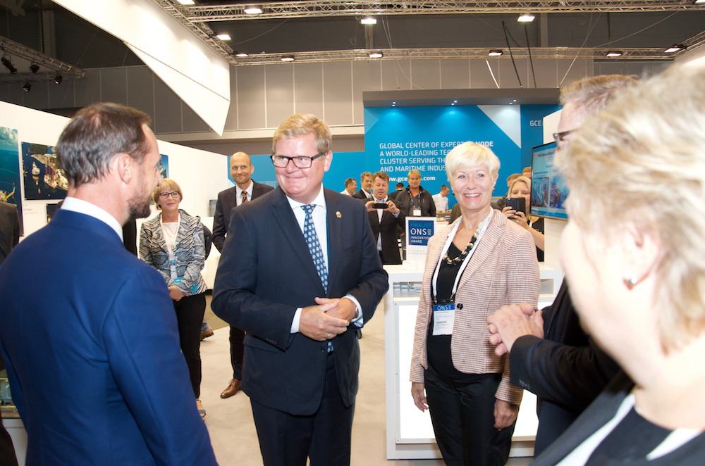 CEO Anne-Grete Ellingsen at GCE NODE and Kristiansand Mayor Harald Furre greeted Haakon, Crown Prince of Norway, and Prime Minister Erna Solberg at the joint GCE NODE stand on the opening day of ONS 2016.
