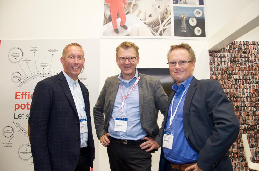 Arendal's Deputy Mayor Terje Eikin, CEO Høye Høyesen at MacGregor and Kåre Andersen (Arendal municipality) met during ONS in Stavanger.