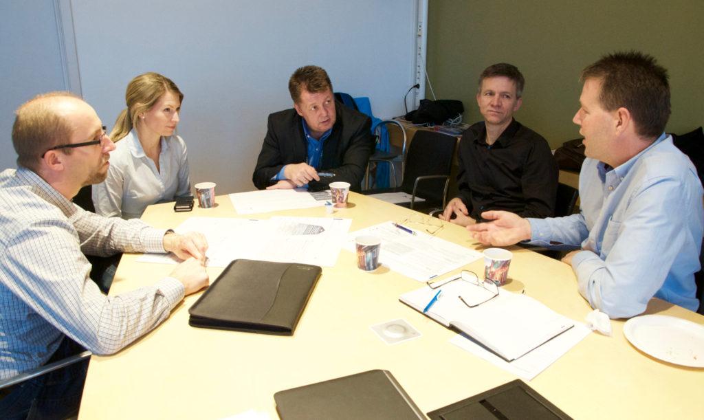 Left-right: Morten Kjeld Ebbesen (UiA), Katarina Kjelland Sørensen (Cameron), Arnt Aske (GCE NODE), Peder Sletfjerding (NOV), Ole Petter Johnsen (MHWirth).